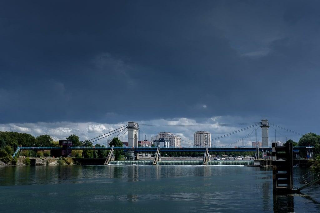 Ciel d'orage sur le pont à l'anglais de Vitry sur Seine