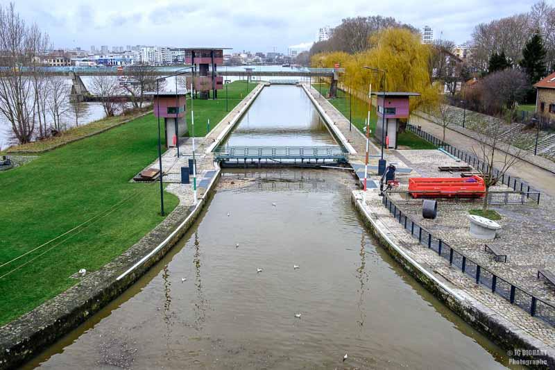 02/52 - L'écluse de Vitry sur Seine depuis le pont à l'Anglais lors de la crue de la Seine de Janvier 2018