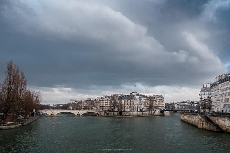 10/52 - L'Ile Saint-Louis à Paris vue depuis le pont d'Arcole