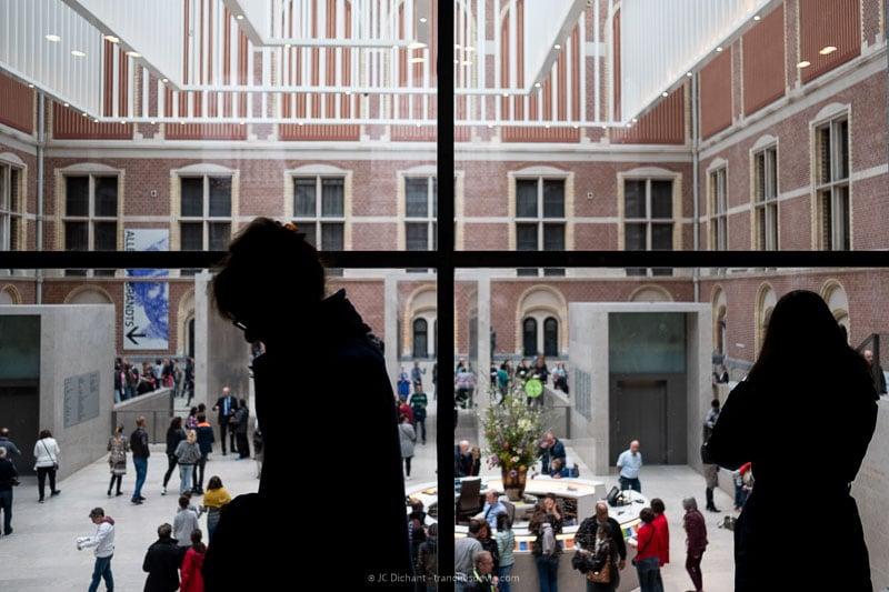 18/52– Les gens du musée - Amsterdam