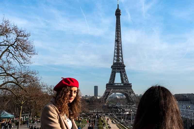 08/52– Les gens de Paris - Trocadéro Tour Eiffel