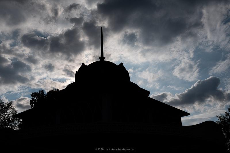 34/52 - Le pavillon de la source salmière à Alvignac les Eaux dans le Lot