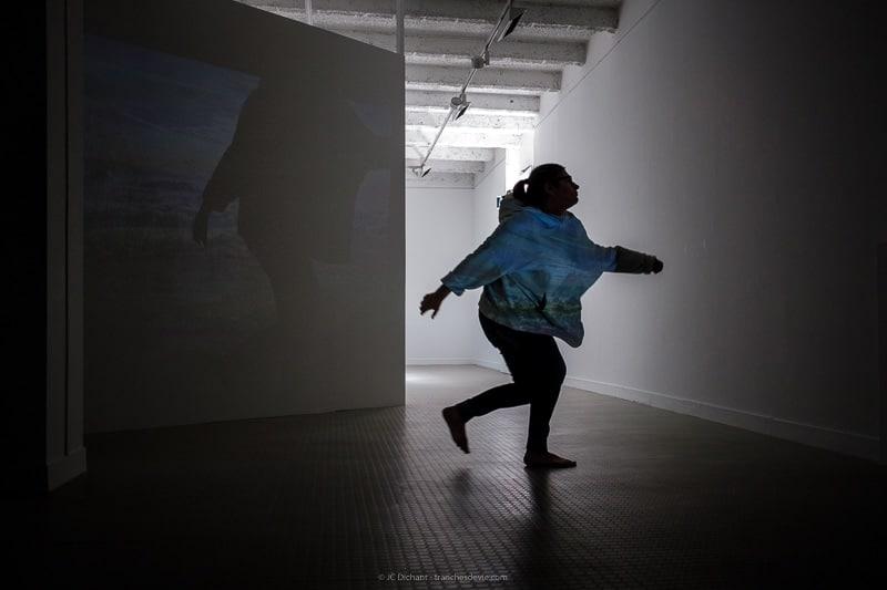24/52 - Performance du collectif Tryema 2 / Arts en Scènes dans la galerie municipale de Vitry sur Seine